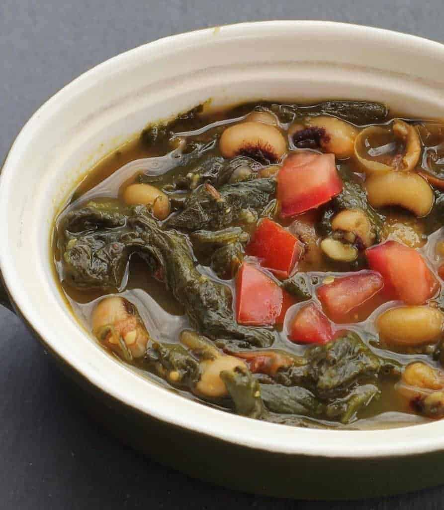 Instant Pot Vegan Black eyed peas with spinach. A super simple, vegan recipe that tastes like comfort food. Authentic indian food in under 30 minutes |twosleevers.com