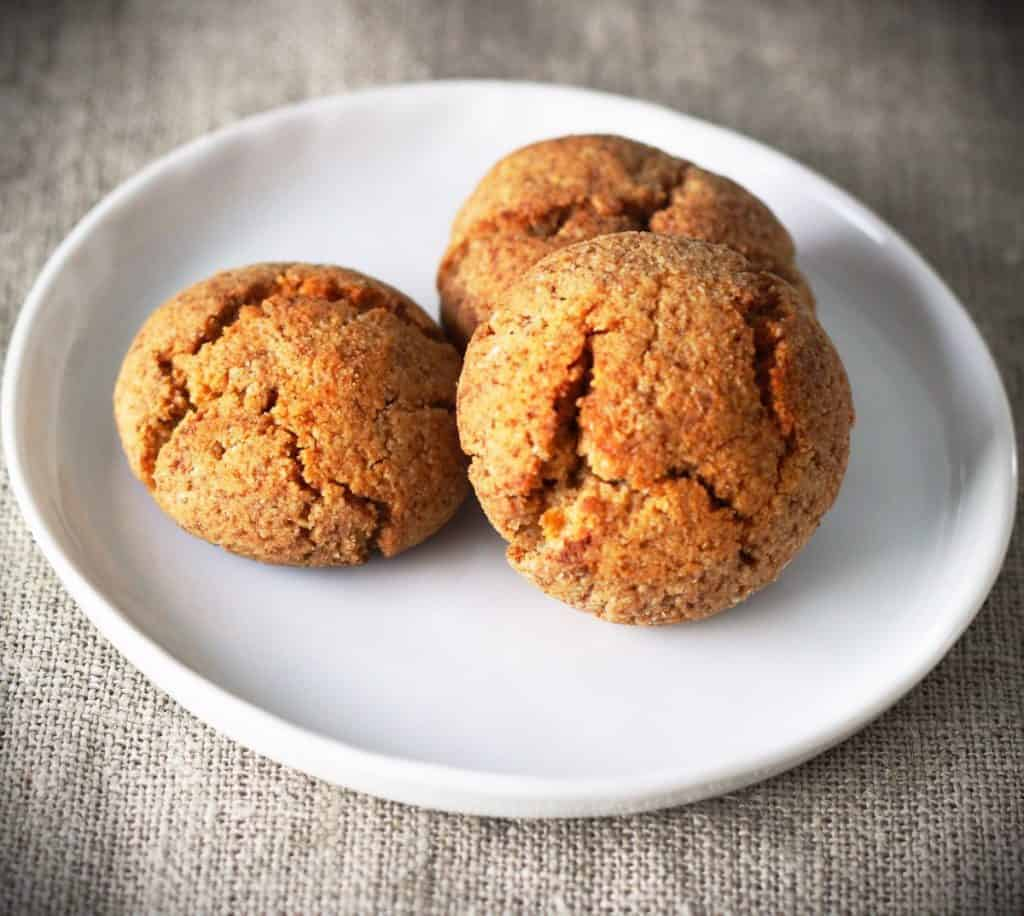 These little spiced keto cookies won't last long. Perfect texture, 10 min prep, and incomparable taste. You may find yourself choosing these keto cookies over sugary ones. These little ones are gluten-free, vegetarian, low-carb, keto, and if you sub the butter with coconut oil, they are also dairy-free and paleo. So there. You now have a good excuse to eat them.
