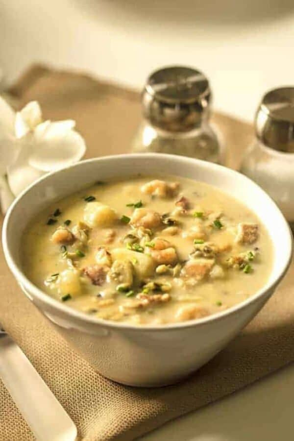 Instant Pot Clam Chowder Featured Image