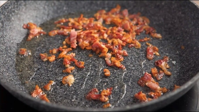overhead of a pan with bacon brownings