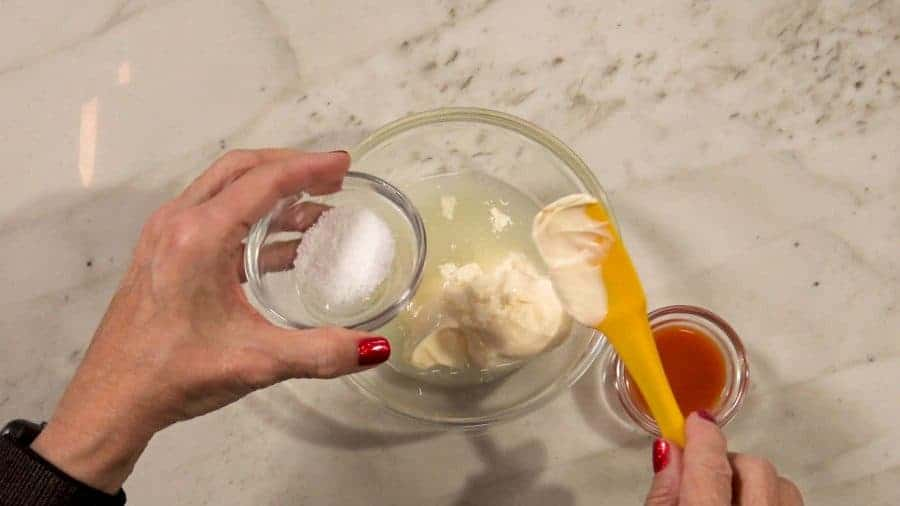 Whisk together mayonnaise, lemon juice, sriracha, and salt for dressing.