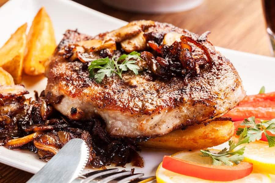 Juicy pork chops with mushrooms