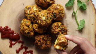 South Indian Vegan Cabbage Fritters (Cabbage Pakoda)
