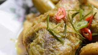 Phat Phet Gai / Thai Fried Spicy Chicken